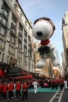 7 Flying Snoopy Balloons From The Macy's Thanksgiving Day Parade