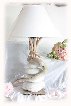 Nouvelle Création NATYDECO Lampe en bois et flotté et galet blanc Fabrication artisanale En vente sur mon site http://www.natydecocorse.com