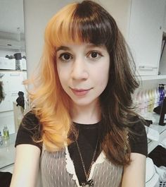 WEBSTA @ gikachu - Voltando a programação normal do cabelinho. ♡♡♡ yayyy~#splitdye #splitdyedhair #halfandhalfhair #cute #selfie