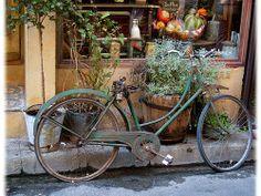 Google Afbeeldingen resultaat voor http://cdn2.gbot.me/photos/Ok/Ro/1287604637/Bicyclette_de_Provence-France-20000000000074317-500x375.jpg