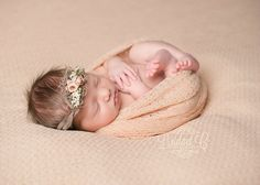 Newborn photo session (light peach)