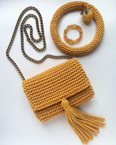 Crochet Cute Bags, Beach Bag, and Handbag Image Pattern for 2019 - Page 26 of 70 - Daily Crochet! Crochet Clutch, Crochet Handbags, Crochet Purses, Love Crochet, Crochet Yarn, Knitting Patterns, Crochet Patterns, Crochet Ideas, Yarn Bag