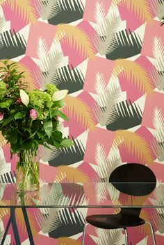 Welcome to this week's Wallpaper Wednesday and I'm thrilled to introduce the wonderful Deco Palm from the Geometric II collection from Cole and Son. Available in 5 very different colourways, from pale pink and khaki to dark African browns and blues. Miami Wallpaper, Interior Wallpaper, Tropical Wallpaper, Print Wallpaper, Glitter Wallpaper, Geometric Wallpaper, Designers Guild, Motif Tropical, Cole And Son Wallpaper