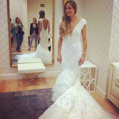 Ana de @lachampaneralovesweddings ha nacido para llevar siempre un vestido de novia! @pronovias #pronovias #pronoviasbarcelona #pronoviaslovesbloggers #ubo #unabodaoriginal #boda #bodas