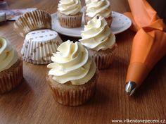 Ořechové cupcakes s vaječným koňakem Mini Cupcakes, Cheesecake, Food And Drink, Cheesecakes, Cherry Cheesecake Shooters