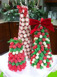 Christmas Brunch Table Settings Candy Canes Ideas For 2019 Christmas Candy Crafts, Gingerbread Christmas Decor, Christmas Party Table, Christmas Buffet, Candy Christmas Decorations, Christmas Tablescapes, Christmas Centerpieces, Christmas Projects, Holiday Crafts