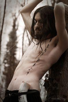 I love this runes tattoo!