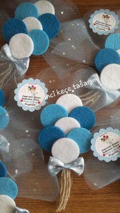 Decor your room in the best way possible with these wonderful DIY's 💖💙💛 diy Distintivos Baby Shower, Baby Shower Gifts, Baby Gifts, Felt Crafts, Diy And Crafts, Crafts For Kids, Baby Candy, Baby Shower Souvenirs, Baby Boy Baptism