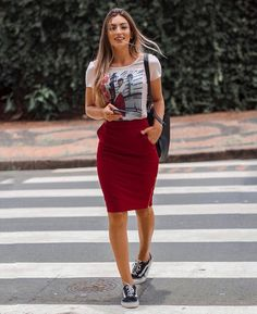 Which is a mini skirts attached within a calm way by using a calm top. Modest Dresses, Modest Outfits, Chic Outfits, Trendy Outfits, Fashion Outfits, Casual Pencil Skirt Outfits, Casual Skirts, Muslim Fashion, Modest Fashion