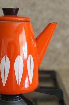 Vintage Cathrineholm Enamelware Lotus Design by HouseofSeance Lotus Design, Orange You Glad, Orange Background, Orange Crush, Chocolate Pots, Happy Colors, My Favorite Color, Scandinavian Design, Orange Color