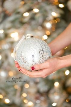 It is no secret… I am a huge fan of the softer side of things. Flowers, fabrics, colors, details. Barely blushing and creamy whites mingling with elegant gold and a bit of bling? Well that is perfection. And when it comes to Christmas decorations the softer side and I get along just perfectly. Today I…