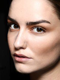 Wir haben 10 Tricks, die alle Frauen mit tollen Augenbrauen bereits richtig machen.