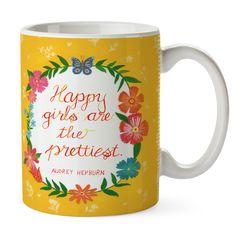 Tasse Happy girls are the prettiest aus Keramik  Weiß - Das Original von Mr. & Mrs. Panda.  Eine wunderschöne spülmaschinenfeste Keramiktasse (bis zu 2000 Waschgänge!!!) aus dem Hause Mr. & Mrs. Panda, liebevoll verziert mit handentworfenen Sprüchen, Motiven und Zeichnungen. Unsere Tassen sind immer ein besonders liebevolles und einzigartiges Geschenk. Jede Tasse wird von Mrs. Panda entworfen und in liebevoller Arbeit in unserer Manufaktur in Norddeutschland gefertigt.     Über unser Motiv…