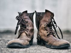 How To Clean Dirty Leather Boots - How To Clean Leather Work Boots With Household Items Valentino Garavani, Brown Leather Boots, Leather Shoes, Fendi, Sneaker Trend, Old Boots, Louis Vuitton, Image Hd, The Life