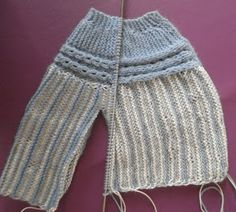 ARTES-ANAS: CANESÚ CON OCHOS, JUBÓN BEBÉ Knitting For Kids, Baby Knitting Patterns, Baby Patterns, Knit Or Crochet, Leg Warmers, Knitted Hats, Babys, Sweaters, Clothes