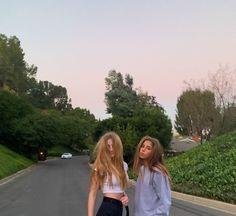 Foto Best Friend, Best Friend Pictures, Best Friend Goals, Tumbrl Girls, Story Instagram, Gal Pal, Jolie Photo, Cute Friends, Foto Pose