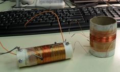 construction of coils for high selectivity crystal radio Electronics Mini Projects, Linux Kernel, Radio Channels, Ham Radio, Mason Jar Lamp, Radios, Projects To Try, Gadgets, Table Lamp