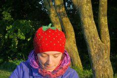 Hvis der er tre ting, jeg elsker, så er det frugt, farver og barnlighed. Så jeg elsker selvfølgelig jordbærhuer! Og ikke kun til børn, men ...