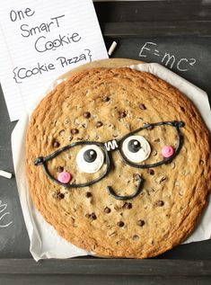 One Smart Cookie {Cookie Pizza} (Munchkin Munchies) School Cupcakes, School Cake, School Treats, School Snacks, Cookie Pizza, Cookie Monster, Chocolate Chip Cookies, Graduation Food, One Smart Cookie