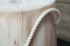Tronchetto realizzabile in diverse essenze di legno, arricchito da inserto in corda.