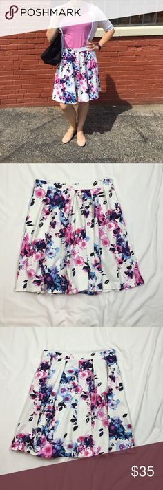 Gorgeous Adrienne Vittadini  Flower Skirt - M Absolutely perfect for spring and summer! Adrienne Vittadini brand, size medium. Bought new and wore a couple of times but unfortunately it's just not getting enough use out of me. In excellent used condition with no flaws. 31jul16a0psn Adrienne Vittadini Skirts
