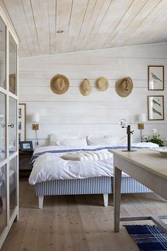 59 Gorgeous Modern Scandinavian Bedroom Design - About-Ruth Swedish Bedroom, Scandinavian Bedroom, Scandinavian Style, Home Design, Design Ideas, Design Trends, Deco Marine, Sweden House, Coastal Bedrooms