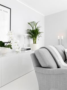 19 Minimalist home decor ideas - Classy and not basic Living Room Modern, Home And Living, Living Room Decor, Living Spaces, Small Bedroom Ideas For Couples, Interior Design Courses, Home Board, Beautiful Interior Design, Minimalist Home Decor