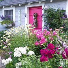 Choose perennials that are as fragrant as they are colorful. That way, you can enjoy the plants on a summer's night as they release their scent on the warm evening air. Perennials prized for their fragrance include Oriental lilies, dianthus, lily of the valley, peony, bearded iris, and autumn clematis. In this border, Oriental lily and phlox are a double-sweet pairing. #autumnflowergarden
