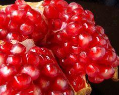 ポメグラネート 効能・効果と食べ方   スーパーフード《Super Foods》女性の美容と健康にうれしい成分がたくさん入った「ポメグラネート」。多種のポリフェノールが豊富に含まれたポメグラネートは、癌の進行を抑制する働きがあるといわれ、また糖尿病予防にも役立ちます。また、老化の原因となる活性酸素を抑えて美容と健康をサポートします。
