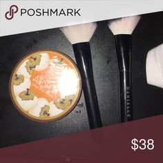 Two powder brushes with. Loose face powder Two Powder brushes with loose powder. Products you see celebrities use! Makeup Brushes & Tools