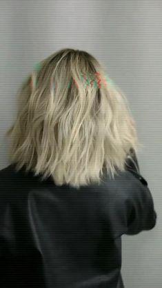 Lob Haircut Thick Hair, Cute Hairstyles, Wedding Hairstyles, Medium Hair Styles, Short Hair Styles, Hair Curling Tips, Celebrity Hair Stylist, Hair Styler, Bleached Hair