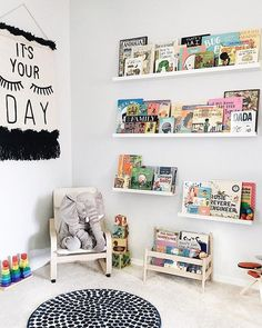 These book nooks use creative shelfs, comfy chairs, and cute decorations to create the perfect space to read books with your child. Toddler Reading Nooks, Corner Reading Nooks, Bedroom Reading Nooks, Book Nooks, Kids Reading, Corner Nook, Baby Corner, Book Corner Ideas Bedroom, Building Shelves