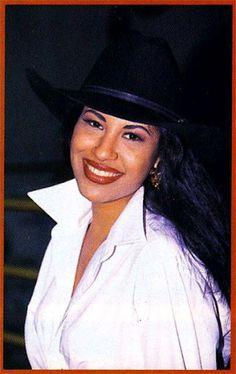 Selena Quintanilla - See this image on Photobucket. Selena Quintanilla Perez, Corpus Christi, Thalia, Beautiful Person, Beautiful People, Selena Mexican, Divas, Selena And Chris, Selena Selena