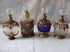 Printing Ideas Useful Product Perfumes Vintage, Antique Perfume Bottles, Vintage Perfume Bottles, Diy Cadeau, Beautiful Perfume, Bottle Design, Dollhouse Miniatures, Art Nouveau, Glass Art