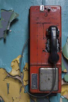 Vintage Telephone by stevenbley Wow Photo, Pompe A Essence, Antique Phone, Photo Deco, Retro Tattoos, Telephone Booth, Vintage Phones, Old Phone, Abandoned Places