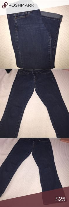 ‼️HUGE SALE!  White house black market cropped Very nice fitting White House black-market cropped jeans size for great blue color you can cuff them for a different look White House Black Market Jeans Ankle & Cropped