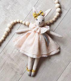 .LAPINETTE. Bon week-end ! Ici au programme fabrication de petites bestioles en tout genre... #talenaetlouison #handmadeforkids #handmadeinprovence #dolls #handmadedolls #leslapinettestalenaetlouison
