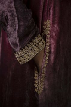 Shop Heena Kochhar Embroidered Kurta Set , Exclusive Indian Designer Latest Collections Available at Aza Fashions Desi Wedding Dresses, Pakistani Formal Dresses, Pakistani Wedding Outfits, Indian Outfits, Emo Outfits, Party Dresses, Embroidery Suits Design, Embroidery Fashion, Hand Embroidery