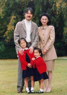 Prince Akishino of Japan poses with his wife Princess Kiko and daughters Mako (L) and Kako at their residence in Tokyo, Nov. 13, 1997.