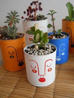 Reutilice e intervine unas latas para transformarlas en macetas. Fue un exito! Painted Plant Pots, Painted Flower Pots, Flower Vases, Diy Home Crafts, Crafts For Kids, Diy Para A Casa, Decoration Plante, Art Diy, Paint Cans