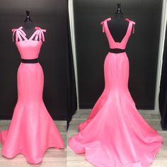 This 2 piece gown is a fit and flare by Sherri Hill 💖💕💗   Available in 5 colors #sherrihill #prom2k18 #chantillyforallthingsbeautiful