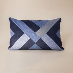 15 Exceptional Creative ideas For Denim Quilts, Denim Quilt Patterns, Blue Jean Quilts, Bag Patterns, Patchwork Pillow, Quilted Pillow, Artisanats Denim, Denim Purse, Diy Pillows