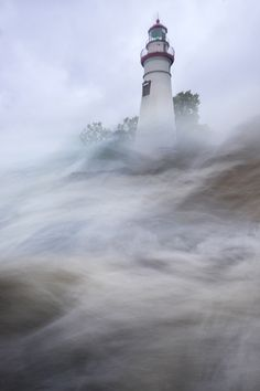 ~~Lake Erie Over Camera. Crashing waves at Marblehead Lighthouse, Port Clinton, Ohio Lighthouse Pictures, Lighthouse Art, Lighthouse Lighting, Marblehead Lighthouse, Marblehead Ohio, I Saw The Light, Beacon Of Light, Make Pictures, Arquitetura