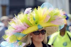California Chrome pulls off Kentucky Derby miracle - Yahoo Sports Chapeaux Pour Kentucky Derby, Kentucky Derby Hats, Outfits 2014, Derby Day, Derby Time, Crazy Hats, Costume Hats, Fancy Hats, Love Hat