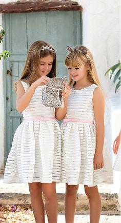 Vestido 22746, color 1202 Crudo rosa agua- Talla: 4, 6, 8, 10, 12, 14, 16, 18 Colección Amaya