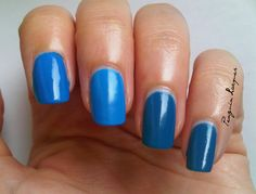 different blue shades. http://penguinlacquer.blogspot.de/2014/10/knallblaue-cremelacke.html