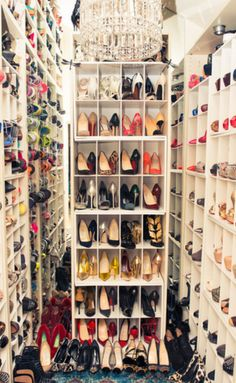 Talk about a dream come true- a closet that would make even Carrie Bradshaw jealous. #shoelove #solemates #shoecult