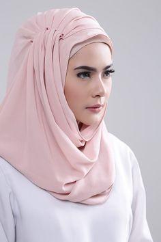 Shop Nabila Hijab Style New Stones - Instan Shawl Bridal Hijab, Hijab Wedding Dresses, Hijab Bride, Girl Hijab, Hijab Outfit, Pashmina Hijab Tutorial, Hijab Style Tutorial, Niqab Fashion, Muslim Fashion