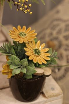 Ceramic Flowers, Clay Flowers, Slab Pottery, Ceramic Pottery, Pottery Classes, Ceramics Projects, 5 Minute Crafts, Garden Art, Easy Crafts