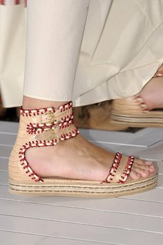 I like comfortable shoes , and those look so . and off course love the design :) Leopard Print Bag, Shoe Company, Ciabatta, Comfortable Shoes, Fashion Shoes, Fashion Fashion, Me Too Shoes, Spring Fashion, Ideias Fashion